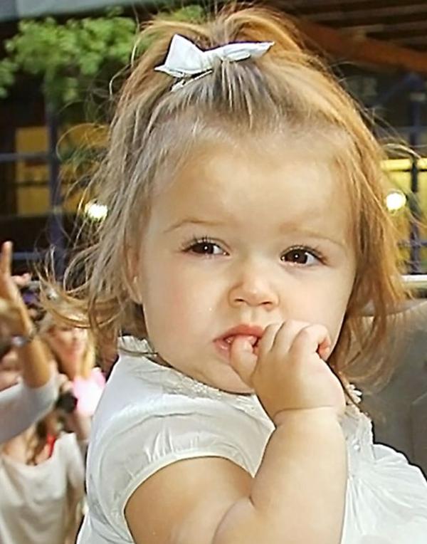 Những hình ảnh siêu dễ thương của bé Harper Seven Beckham 11