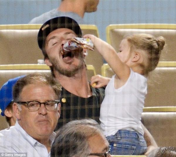 Những hình ảnh siêu dễ thương của bé Harper Seven Beckham 27