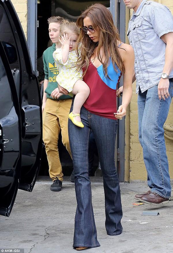 Những hình ảnh siêu dễ thương của bé Harper Seven Beckham 25