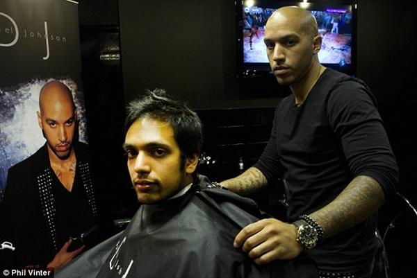 """Gặp anh chàng thợ cắt tóc """"ruột"""" của Gareth Bale, Rooney và Balotelli 1"""