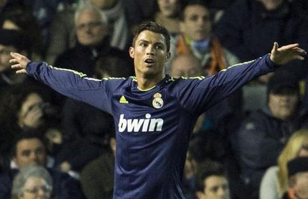 """Nhìn lại năm 2013 của """"cỗ máy ghi bàn"""" Cristiano Ronaldo 1"""