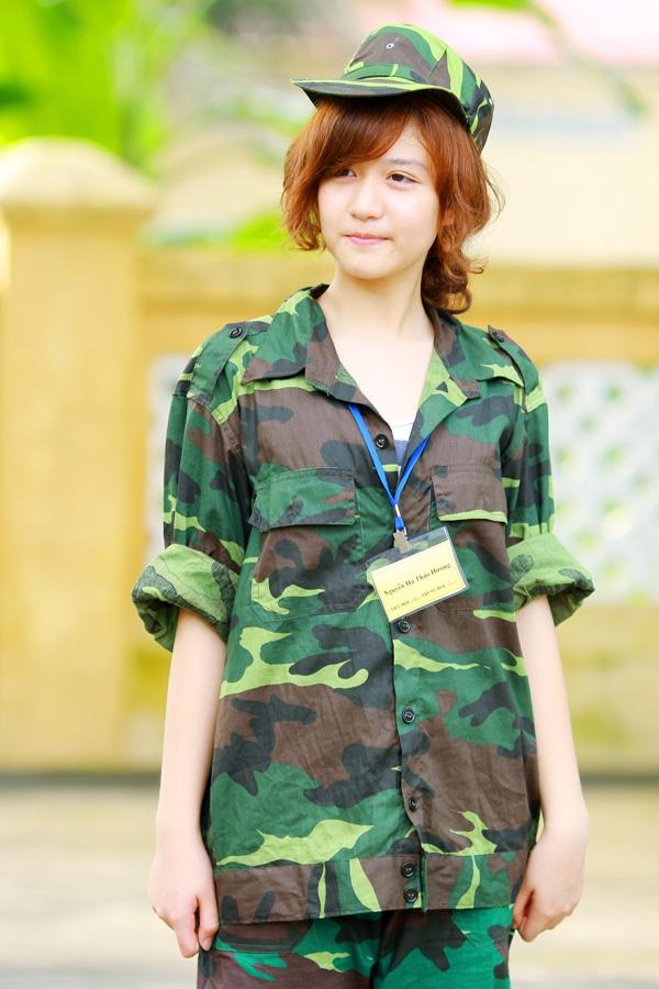 Ngỡ ngàng hot girl Việt giản dị mà cực dễ thương khi mặc quân phục 17