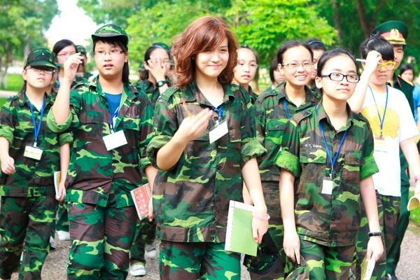 Ngỡ ngàng hot girl Việt giản dị mà cực dễ thương khi mặc quân phục 18