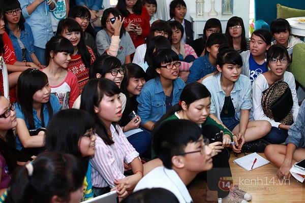 Chi Pu, Sa Lim, Quỳnh Anh Shyn thân thiết trong buổi offline của St.319 2
