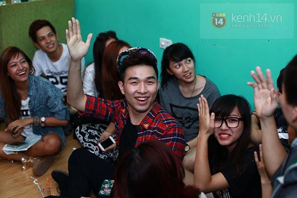 Chi Pu, Sa Lim, Quỳnh Anh Shyn thân thiết trong buổi offline của St.319 3