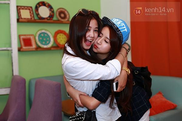 Chi Pu, Sa Lim, Quỳnh Anh Shyn thân thiết trong buổi offline của St.319 13