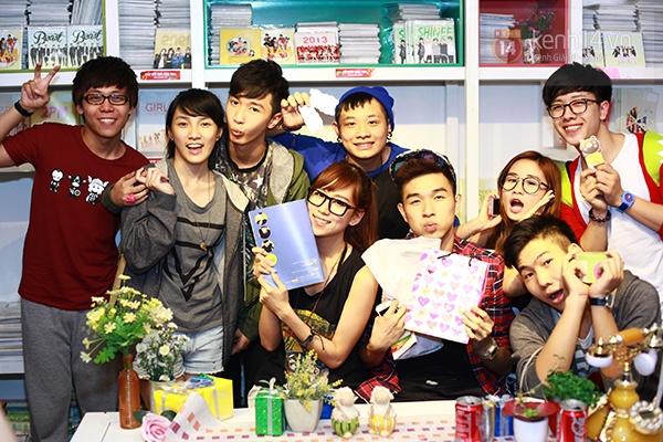 Chi Pu, Sa Lim, Quỳnh Anh Shyn thân thiết trong buổi offline của St.319 18