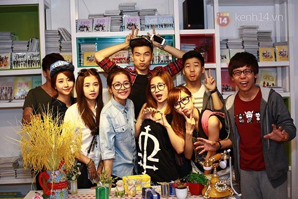 Chi Pu, Sa Lim, Quỳnh Anh Shyn thân thiết trong buổi offline của St.319 20