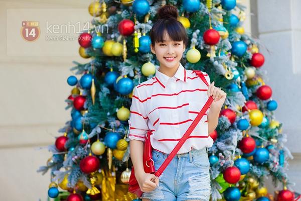 """""""Boxing girl"""" Khả Ngân cực xinh trên phố ngày Giáng sinh 3"""