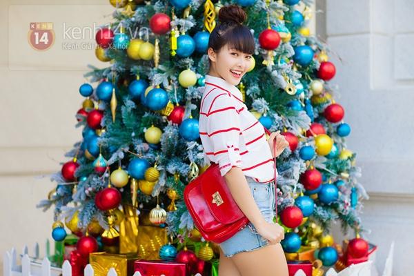 """""""Boxing girl"""" Khả Ngân cực xinh trên phố ngày Giáng sinh 4"""