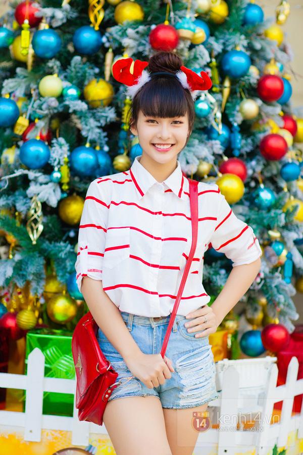 """""""Boxing girl"""" Khả Ngân cực xinh trên phố ngày Giáng sinh 5"""