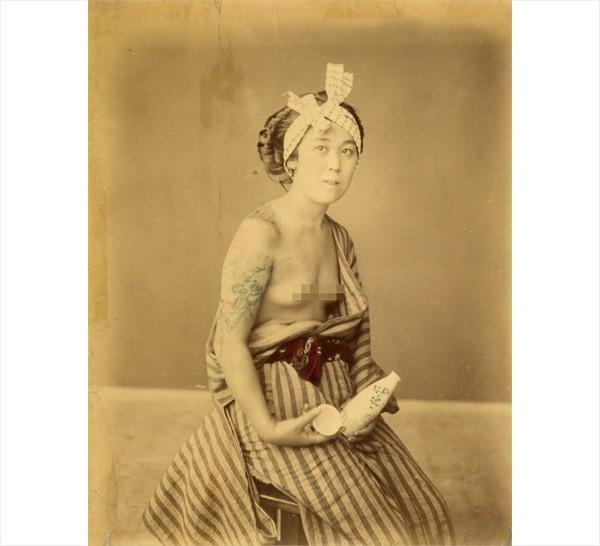 Những bức hình hiếm về hình xăm trên cơ thể phụ nữ thế kỷ 19 1
