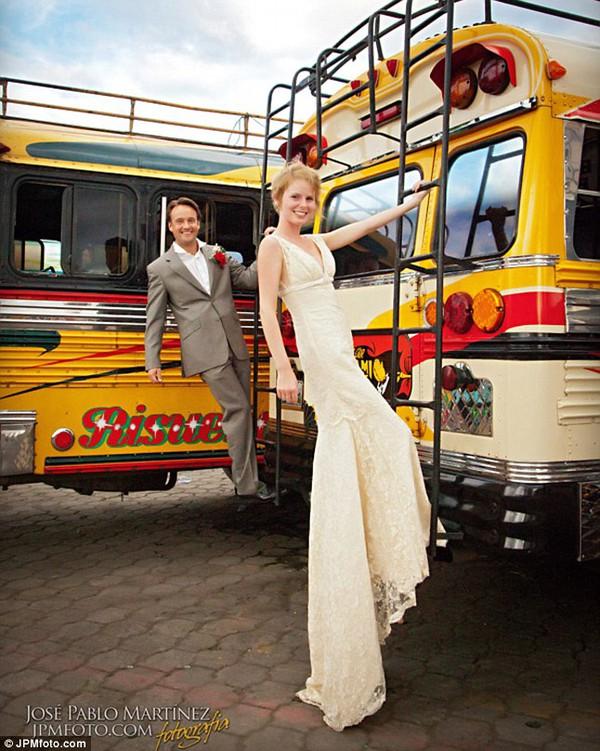 Cặp đôi tổ chức đám cưới 66 lần khắp thế giới tiếp tục kết hôn lần thứ 67 ở New Zealand 10