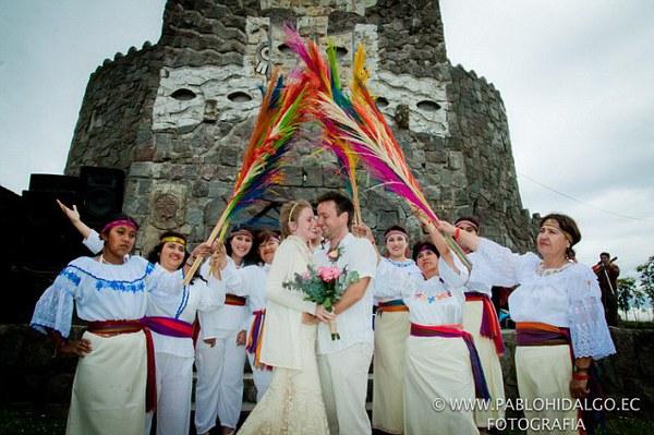 Cặp đôi tổ chức đám cưới 66 lần khắp thế giới tiếp tục kết hôn lần thứ 67 ở New Zealand 15