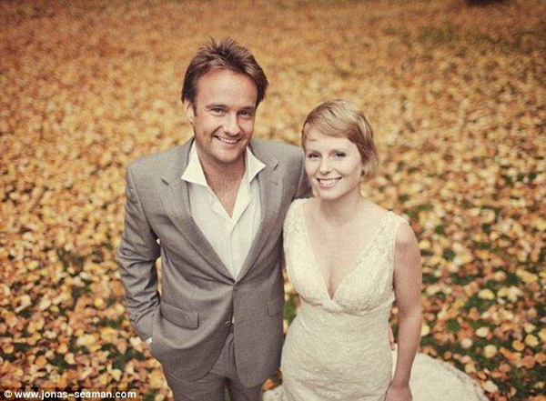 Cặp đôi tổ chức đám cưới 66 lần khắp thế giới tiếp tục kết hôn lần thứ 67 ở New Zealand 25