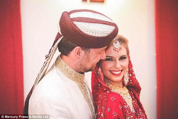 Cặp đôi tổ chức đám cưới 66 lần khắp thế giới tiếp tục kết hôn lần thứ 67 ở New Zealand 2