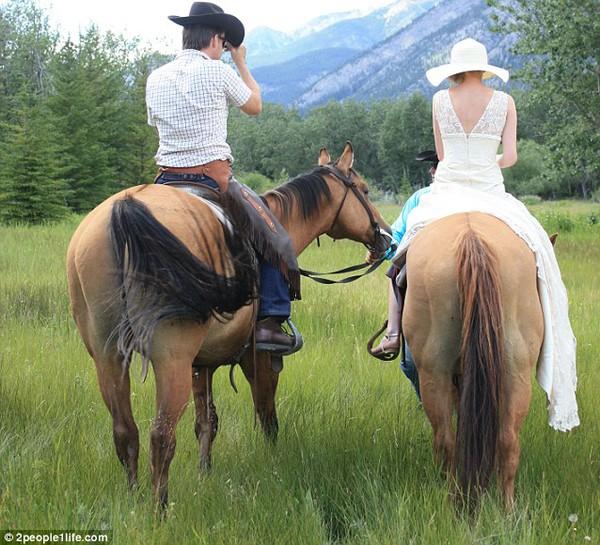 Cặp đôi tổ chức đám cưới 66 lần khắp thế giới tiếp tục kết hôn lần thứ 67 ở New Zealand 30