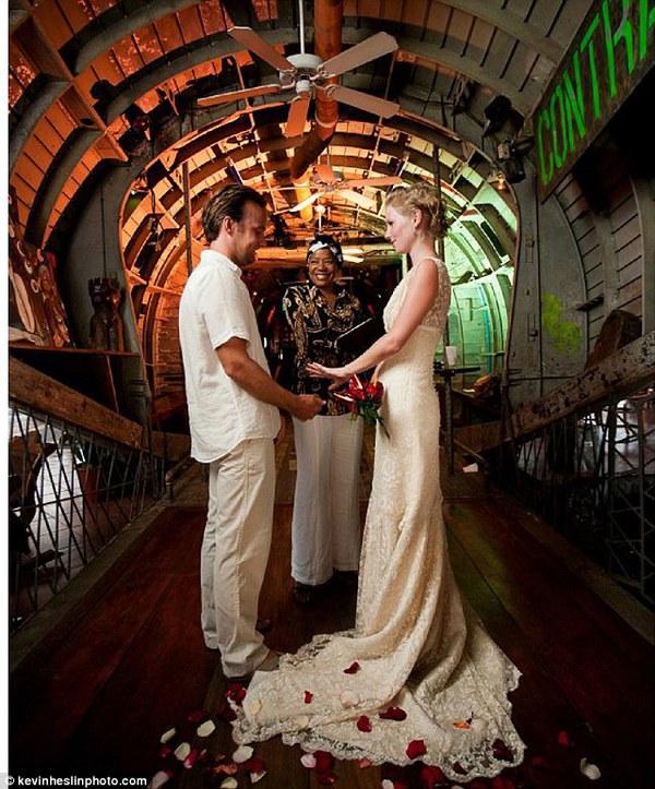 Cặp đôi tổ chức đám cưới 66 lần khắp thế giới tiếp tục kết hôn lần thứ 67 ở New Zealand 31
