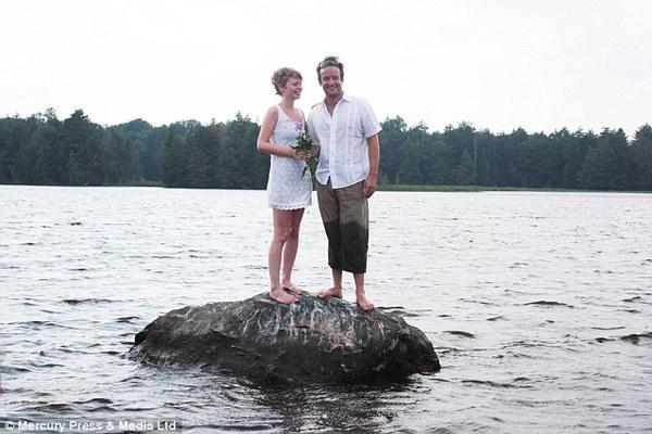 Cặp đôi tổ chức đám cưới 66 lần khắp thế giới tiếp tục kết hôn lần thứ 67 ở New Zealand 3