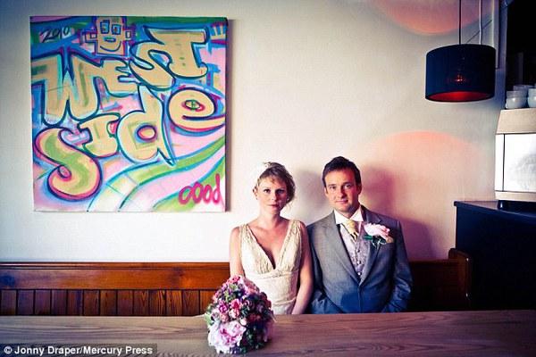 Cặp đôi tổ chức đám cưới 66 lần khắp thế giới tiếp tục kết hôn lần thứ 67 ở New Zealand 4