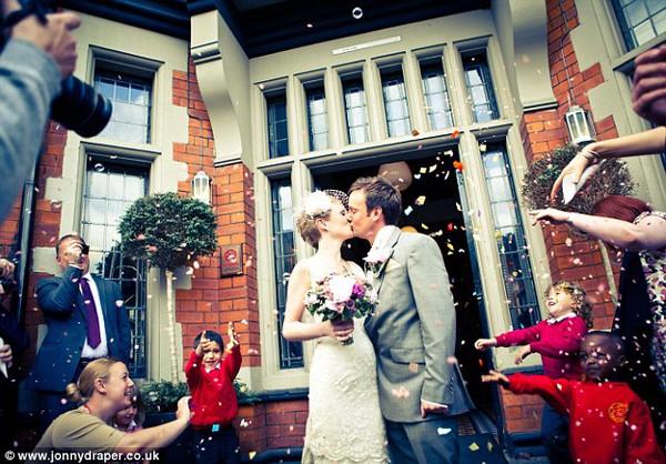 Cặp đôi tổ chức đám cưới 66 lần khắp thế giới tiếp tục kết hôn lần thứ 67 ở New Zealand 5