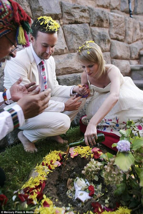 Cặp đôi tổ chức đám cưới 66 lần khắp thế giới tiếp tục kết hôn lần thứ 67 ở New Zealand 8