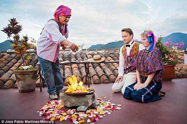 Cặp đôi tổ chức đám cưới 66 lần khắp thế giới tiếp tục kết hôn lần thứ 67 ở New Zealand 9