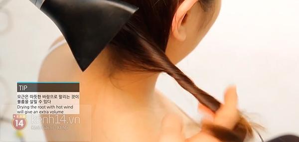 Vừa sấy khô vừa tạo kiểu tóc xoăn bồng bềnh trong 5' 5