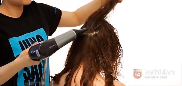 Vừa sấy khô vừa tạo kiểu tóc xoăn bồng bềnh trong 5' 9