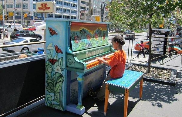 Thích thú với những cây đàn Piano đầy màu sắc trên khắp thế giới 9