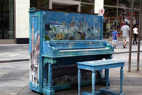 Thích thú với những cây đàn Piano đầy màu sắc trên khắp thế giới 10