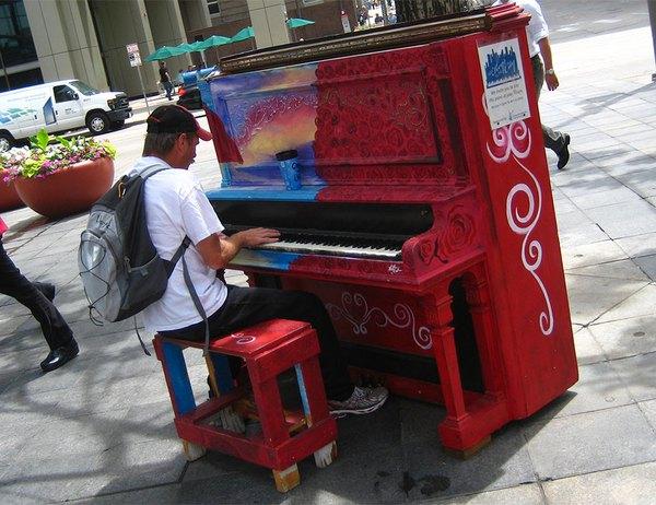 Thích thú với những cây đàn Piano đầy màu sắc trên khắp thế giới 11