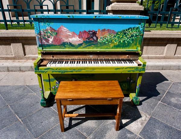 Thích thú với những cây đàn Piano đầy màu sắc trên khắp thế giới 12