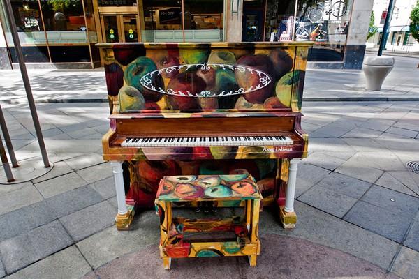 Thích thú với những cây đàn Piano đầy màu sắc trên khắp thế giới 19