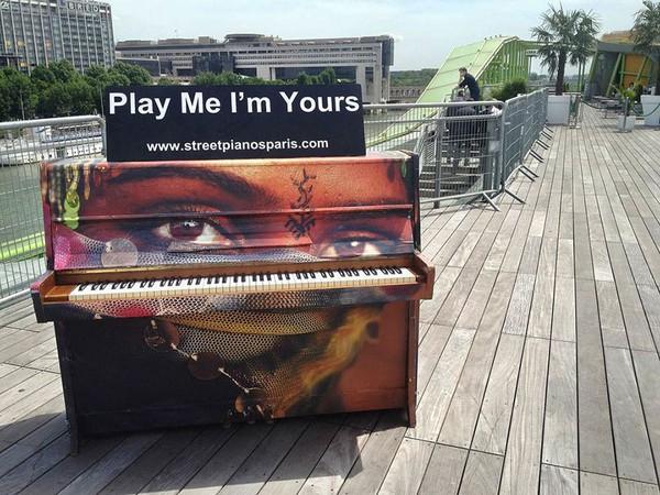 Thích thú với những cây đàn Piano đầy màu sắc trên khắp thế giới 20