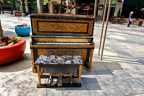 Thích thú với những cây đàn Piano đầy màu sắc trên khắp thế giới 21