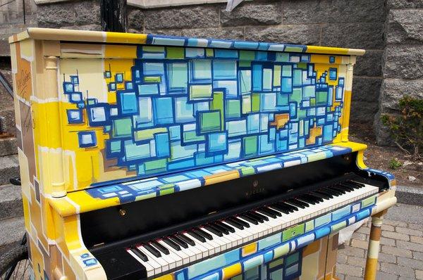 Thích thú với những cây đàn Piano đầy màu sắc trên khắp thế giới 23