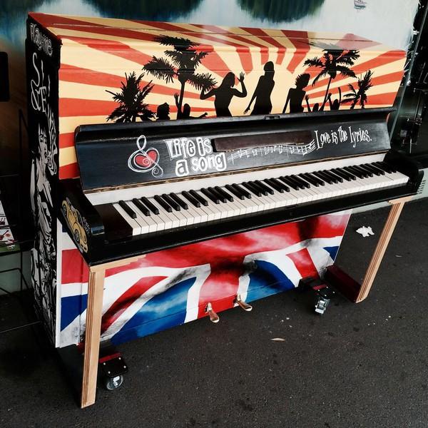 Thích thú với những cây đàn Piano đầy màu sắc trên khắp thế giới 24