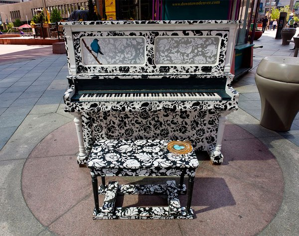 Thích thú với những cây đàn Piano đầy màu sắc trên khắp thế giới 4