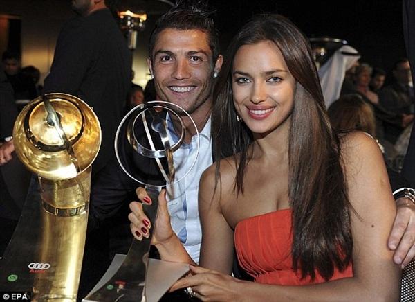 Ronaldo đưa bồ và con riêng đi chơi 7