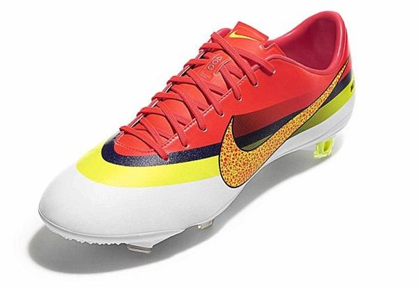 Chiêm ngưỡng mẫu giày mới siêu long lanh của Ronaldo 2