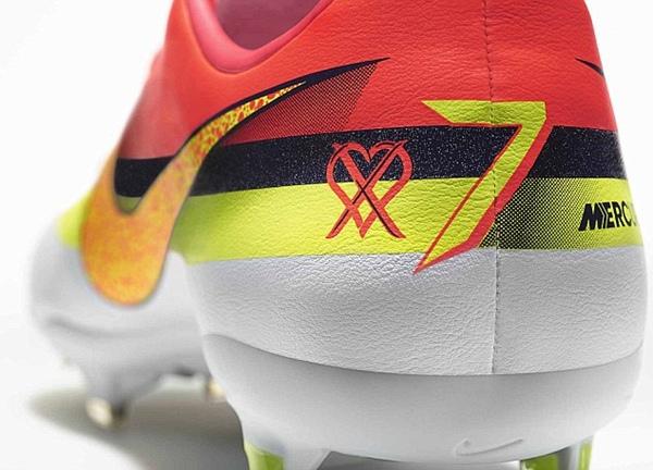 Chiêm ngưỡng mẫu giày mới siêu long lanh của Ronaldo 3