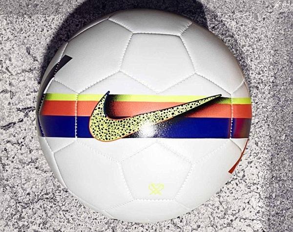 Chiêm ngưỡng mẫu giày mới siêu long lanh của Ronaldo 7