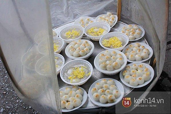 Người Hà Nội xếp hàng mua bánh trôi bánh chay trong cái rét nàng Bân 22