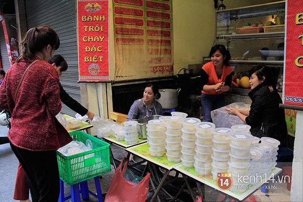 Người Hà Nội xếp hàng mua bánh trôi bánh chay trong cái rét nàng Bân 5