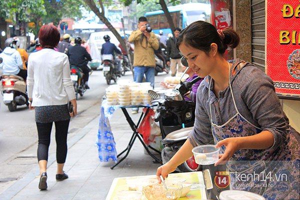Người Hà Nội xếp hàng mua bánh trôi bánh chay trong cái rét nàng Bân 9