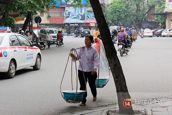 Người Hà Nội xếp hàng mua bánh trôi bánh chay trong cái rét nàng Bân 20