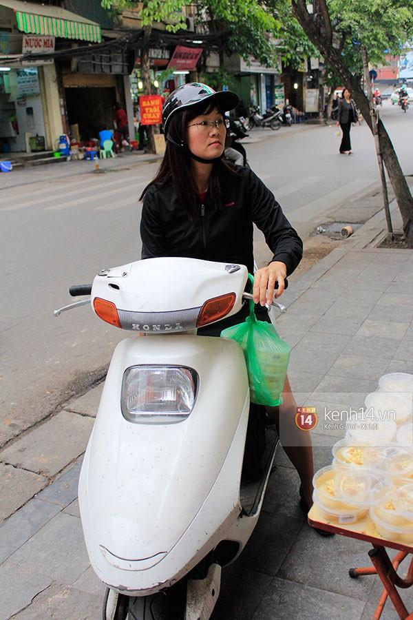 Người Hà Nội xếp hàng mua bánh trôi bánh chay trong cái rét nàng Bân 13