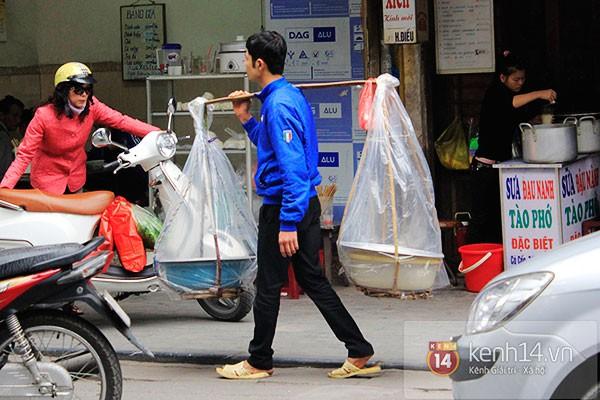 Người Hà Nội xếp hàng mua bánh trôi bánh chay trong cái rét nàng Bân 21