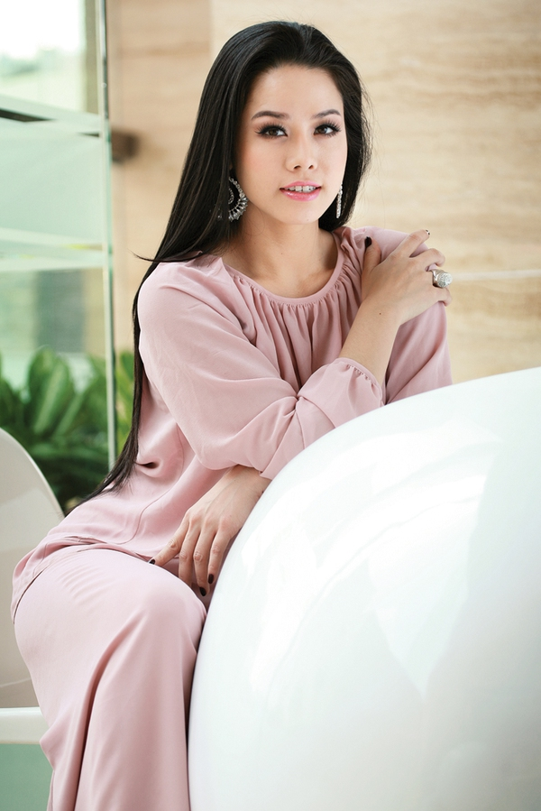 """Nhật Kim Anh – Từ 'vịt con xấu xí"""" thành """"thiên nga lộng lẫy"""" 1"""
